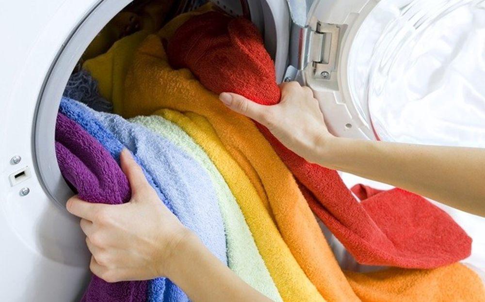 Separando a roupa na hora da lavagem