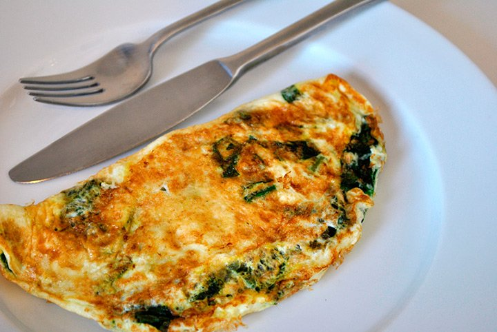 Aprenda a fazer um omelete rápido e saboroso