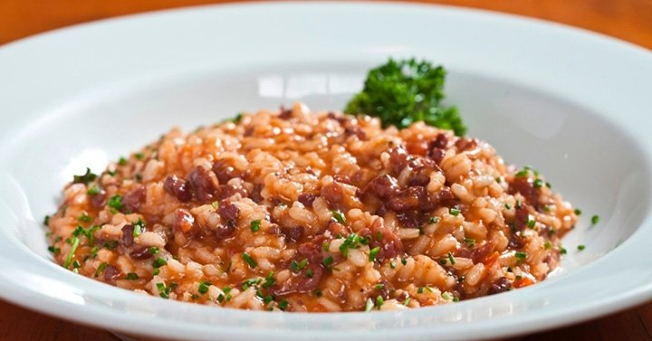 Risoto de linguiça que sobrou do churrasco