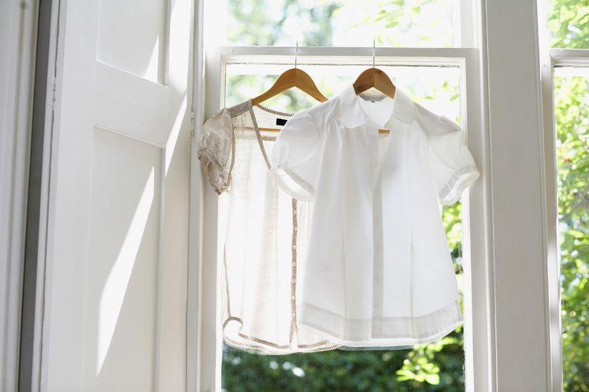 Secando as roupas diretamente no cabide