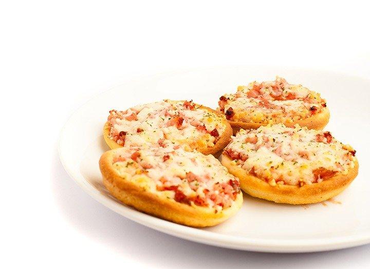 Chegou visita em casa? Mini-pizza no pão árabe!