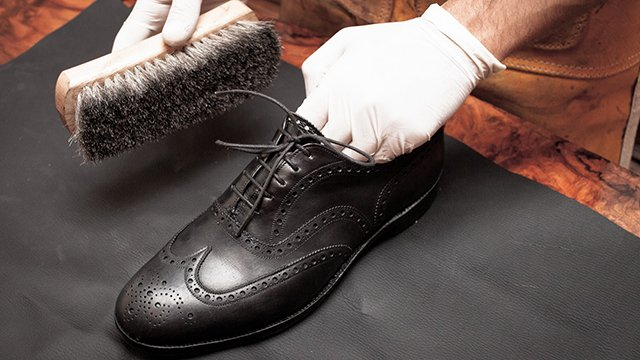 como engraxar sapatos