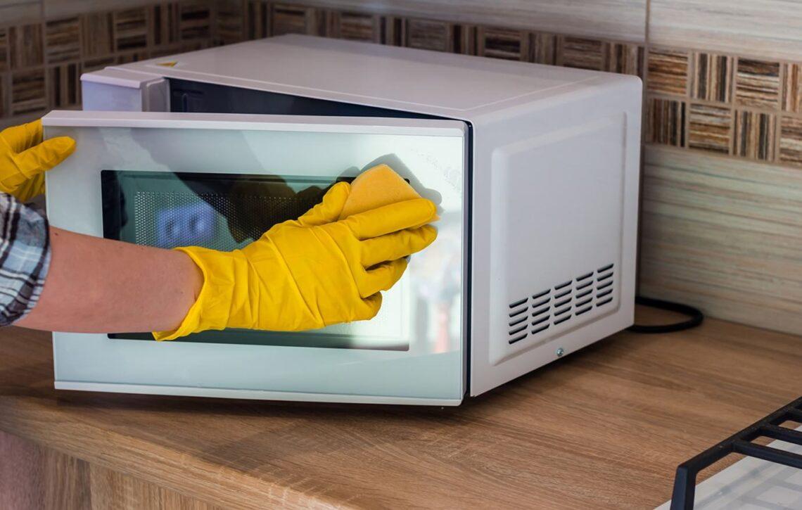 Como fazer a limpeza do seu forno micro-ondas