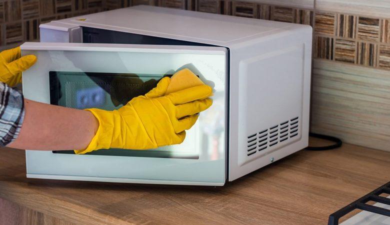 Limpando o forno micro-ondas