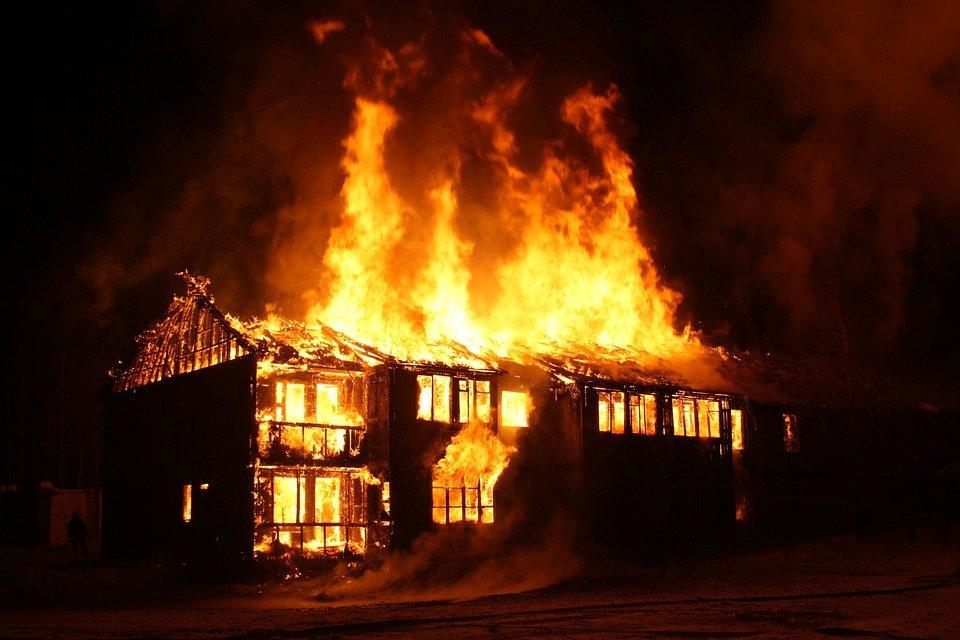 casa incêndio