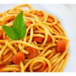 Spaghetti com molho e salsicha – um almoço rápido super massa!