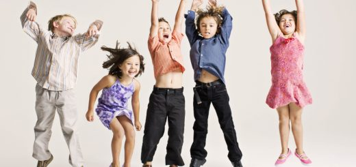 criancas-pulando