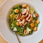 Salada Homemade com molho Caesar