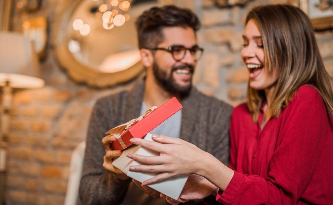 6 indiretas perfeitas para pedir o seu presente de dia dos namorados.