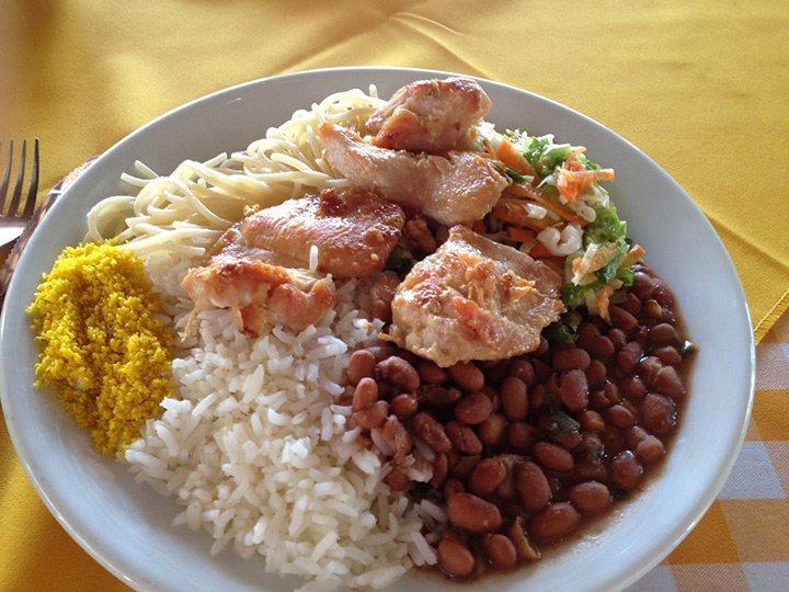 Onde comer arroz com feijão no exterior