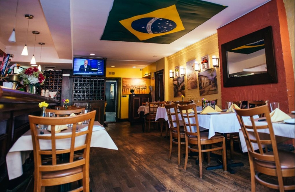 Restaurante brasileiro - Arroz e feijão no cardápio