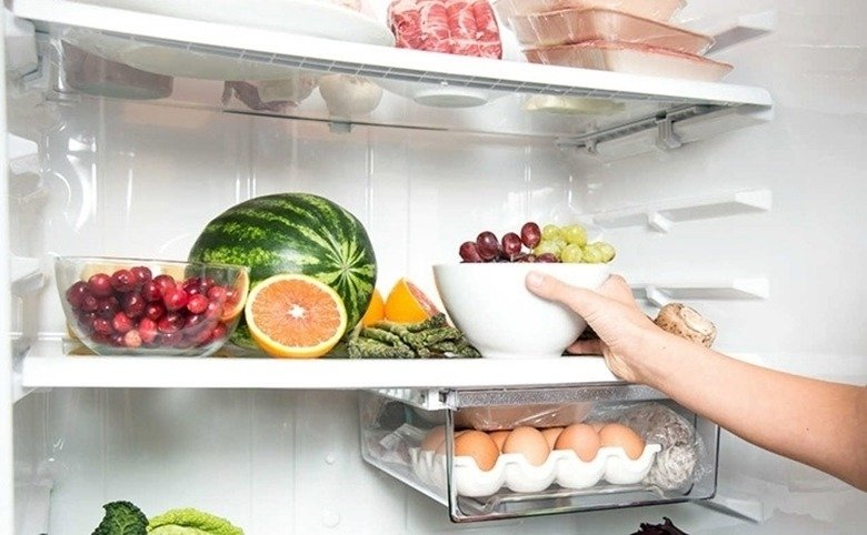 Comida organizada na geladeira