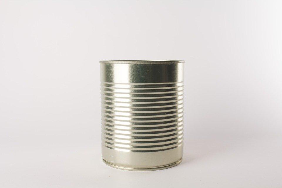 Muitos removedores vêm em lata
