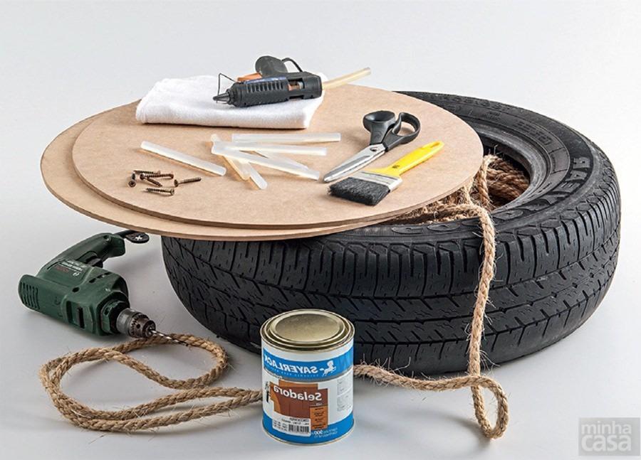 Reúna os materiais necessários para produzir pufe caseiro