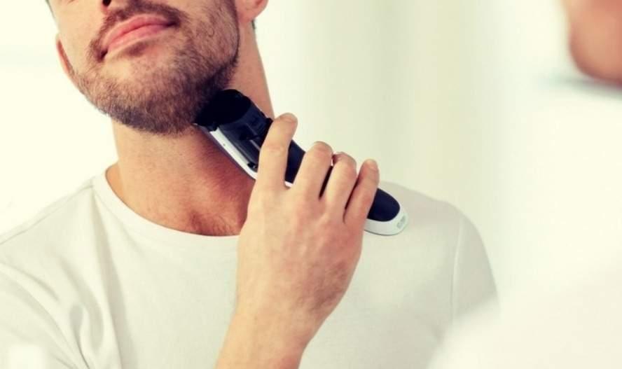 Usando barbeador