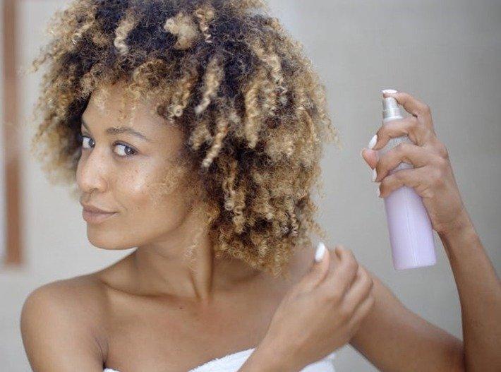 Estilo de corte para cabelo enrolado