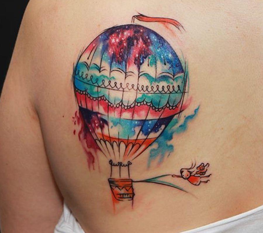 Tatuagem feita nas costas super colorida