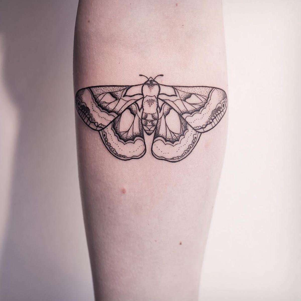 Tatuagem de mariposa no braço