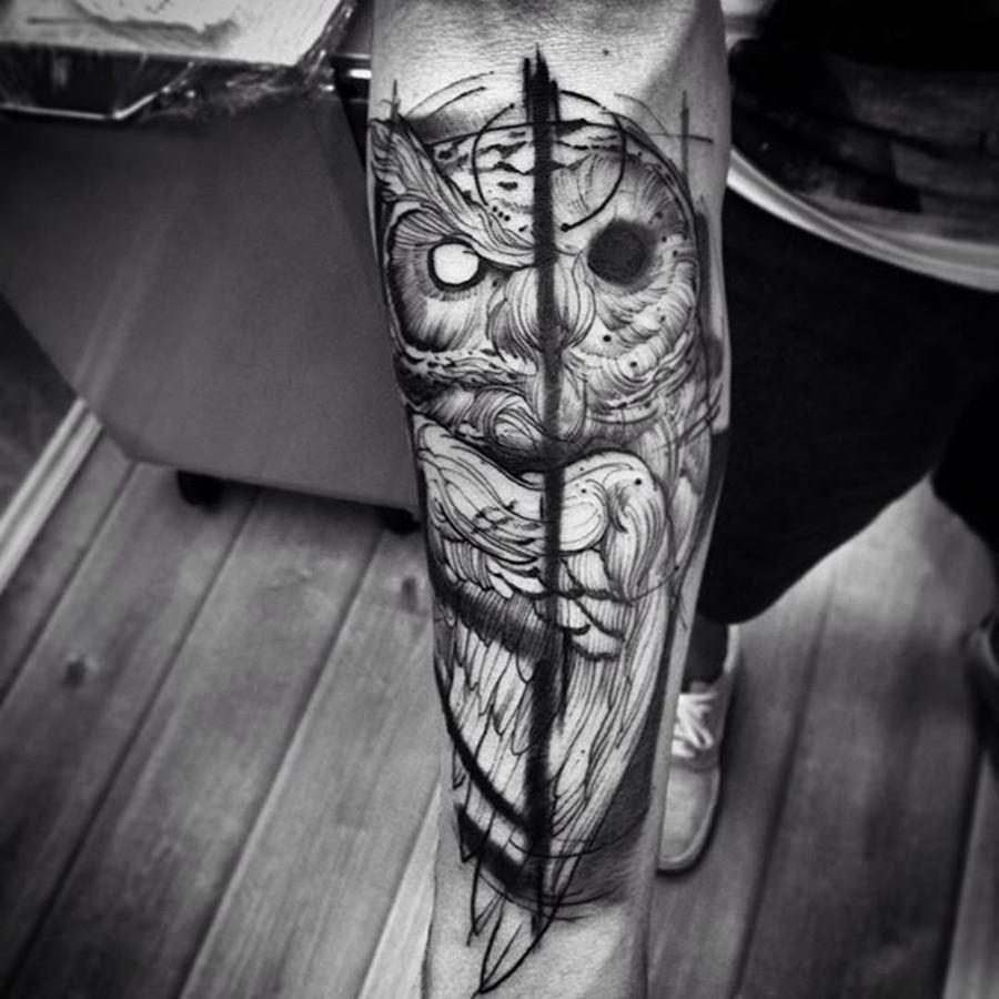 Tatuagem enigmática de uma coruja