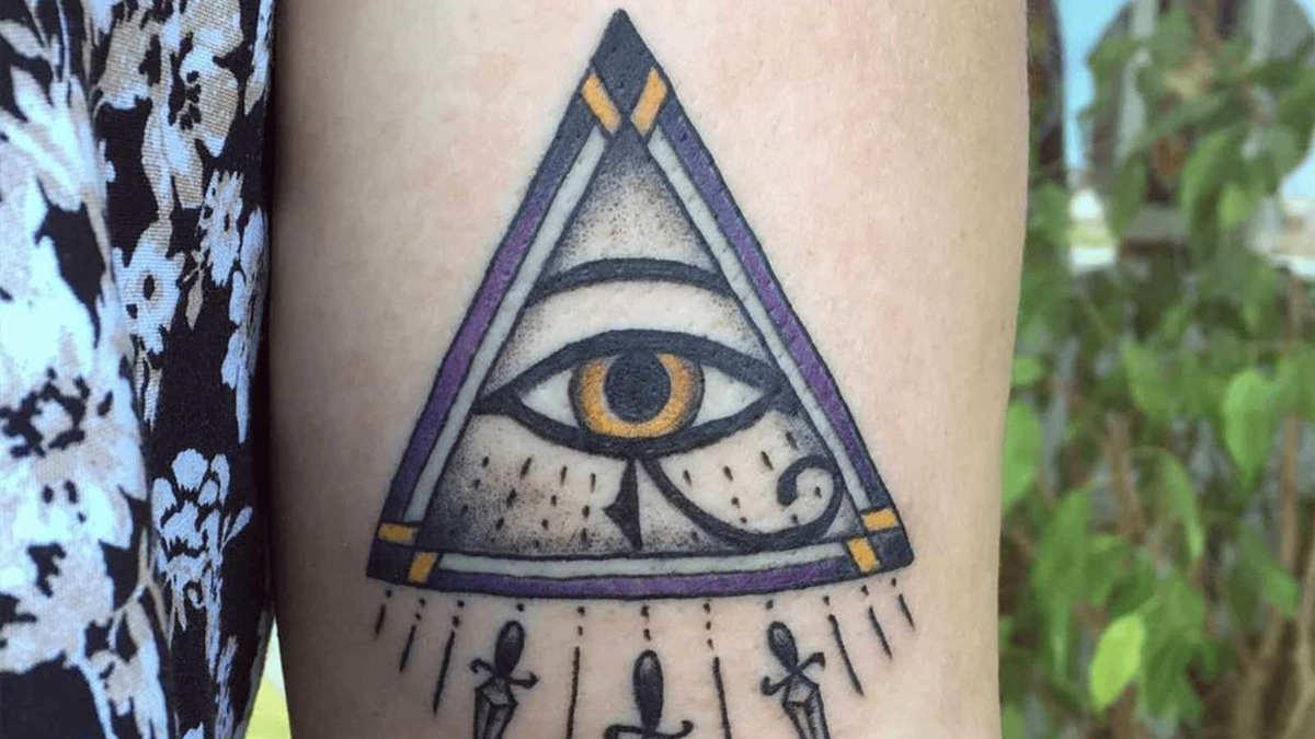 Tatuagem no braço do Olho de Horus