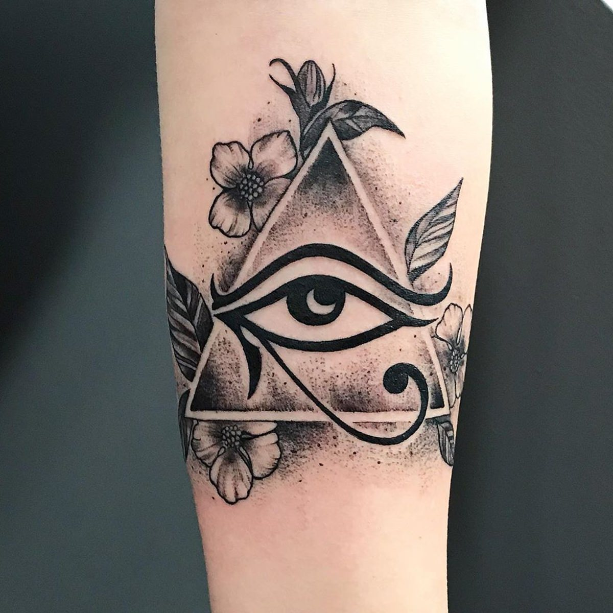 Tatuagem egípcia preta do Olho de Horus