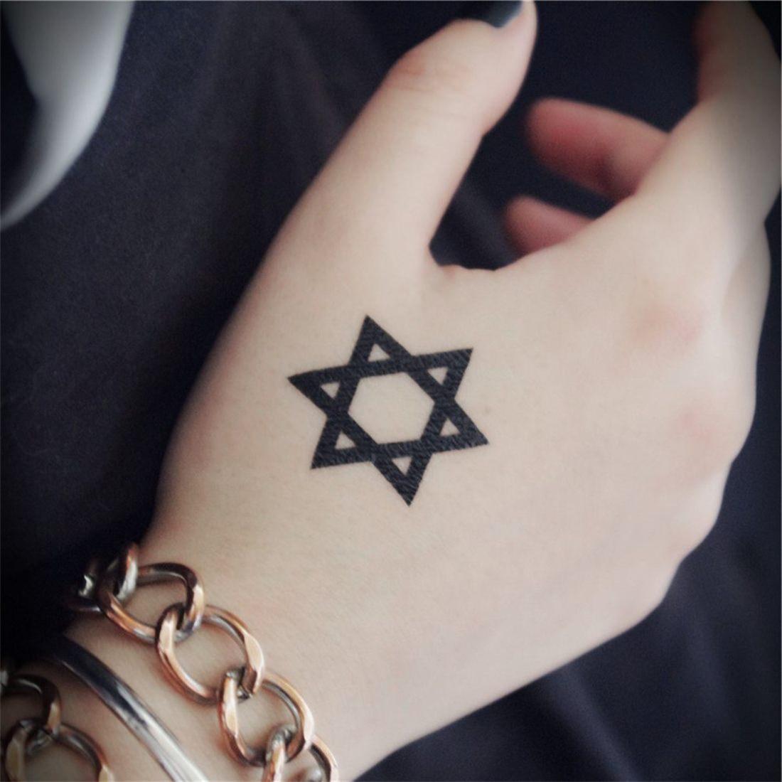 Tatuagem simplista da estrela de Davi