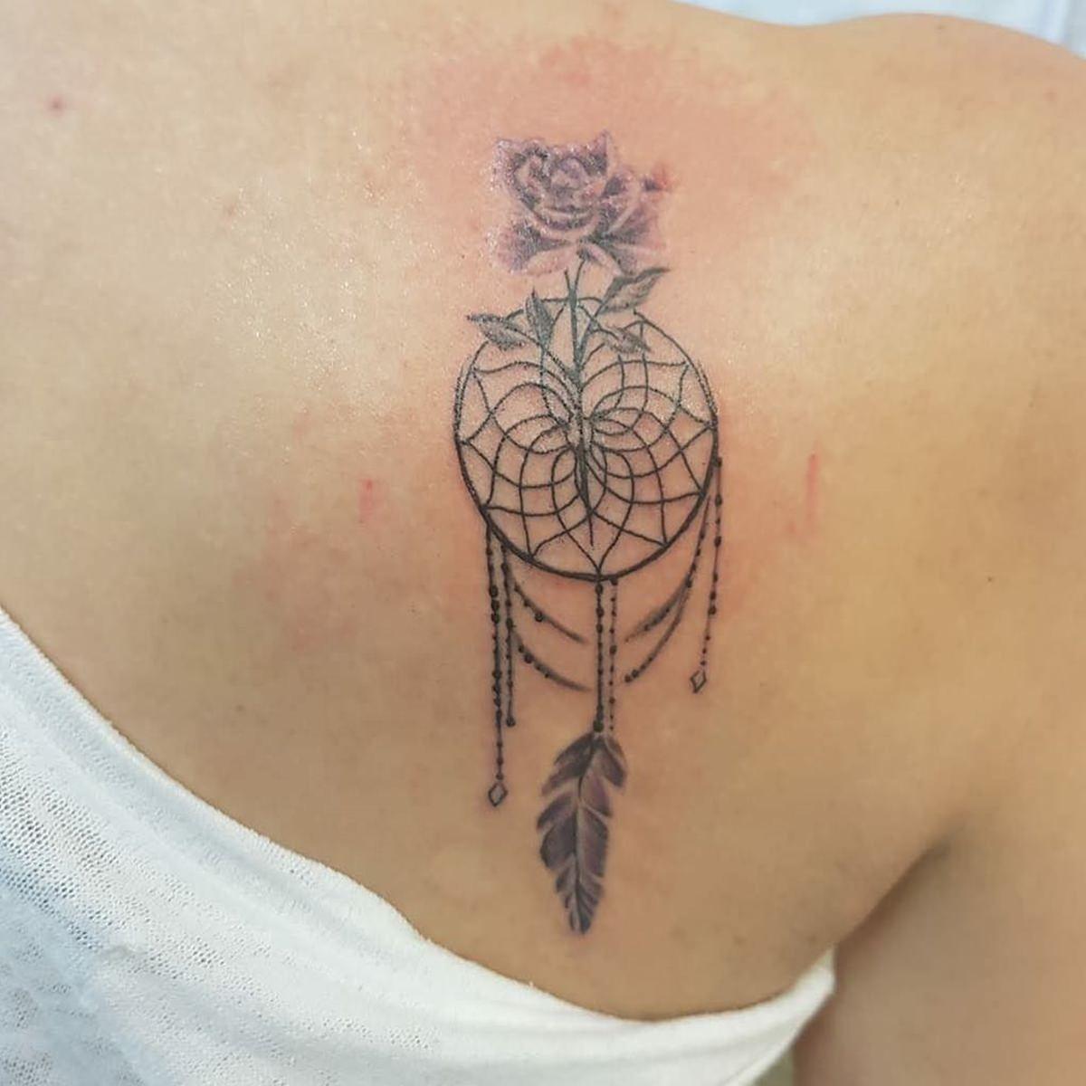 Tatuagem filtro dos sonhos simplista