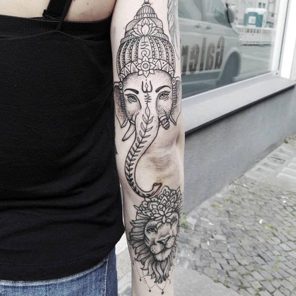 Tatuagem indiana no braço de Ganesha