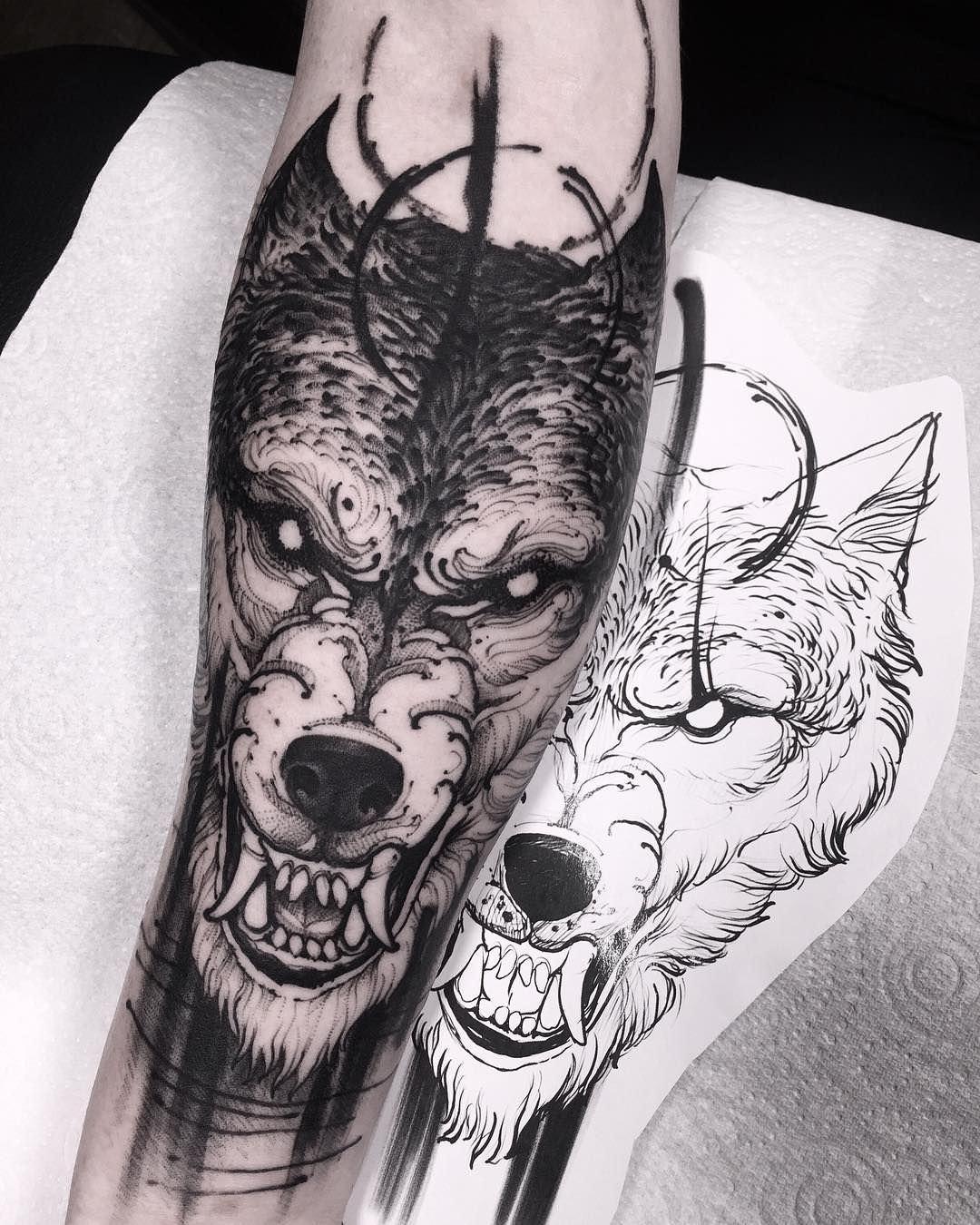 Tatoo de um lobo noturno