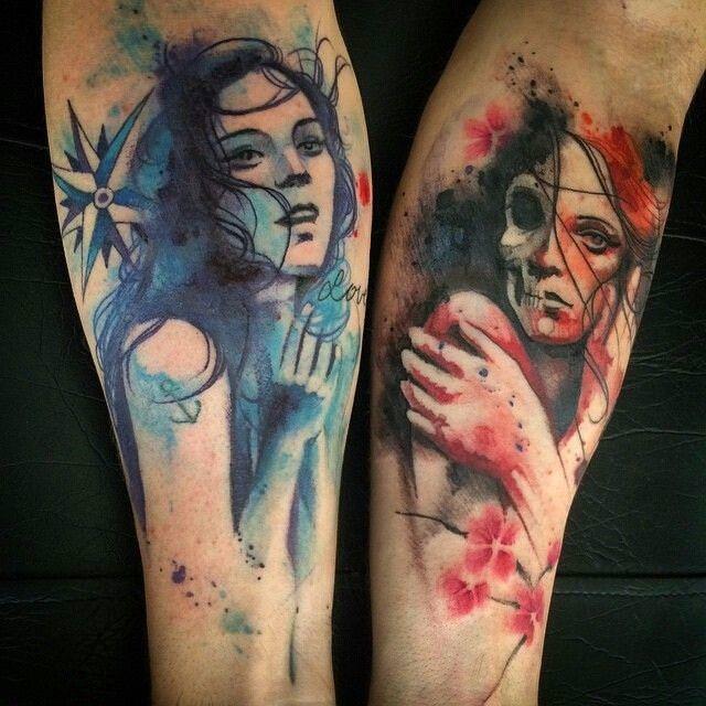 Tatuagens parecidas usando a técnica aquarela em tons azul e vermelho