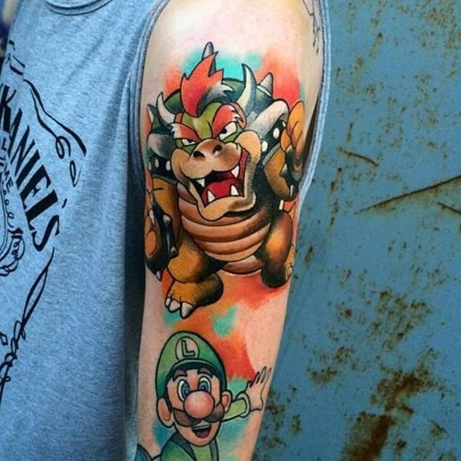 Bowser e Luigi tatuados no braço - estilo game