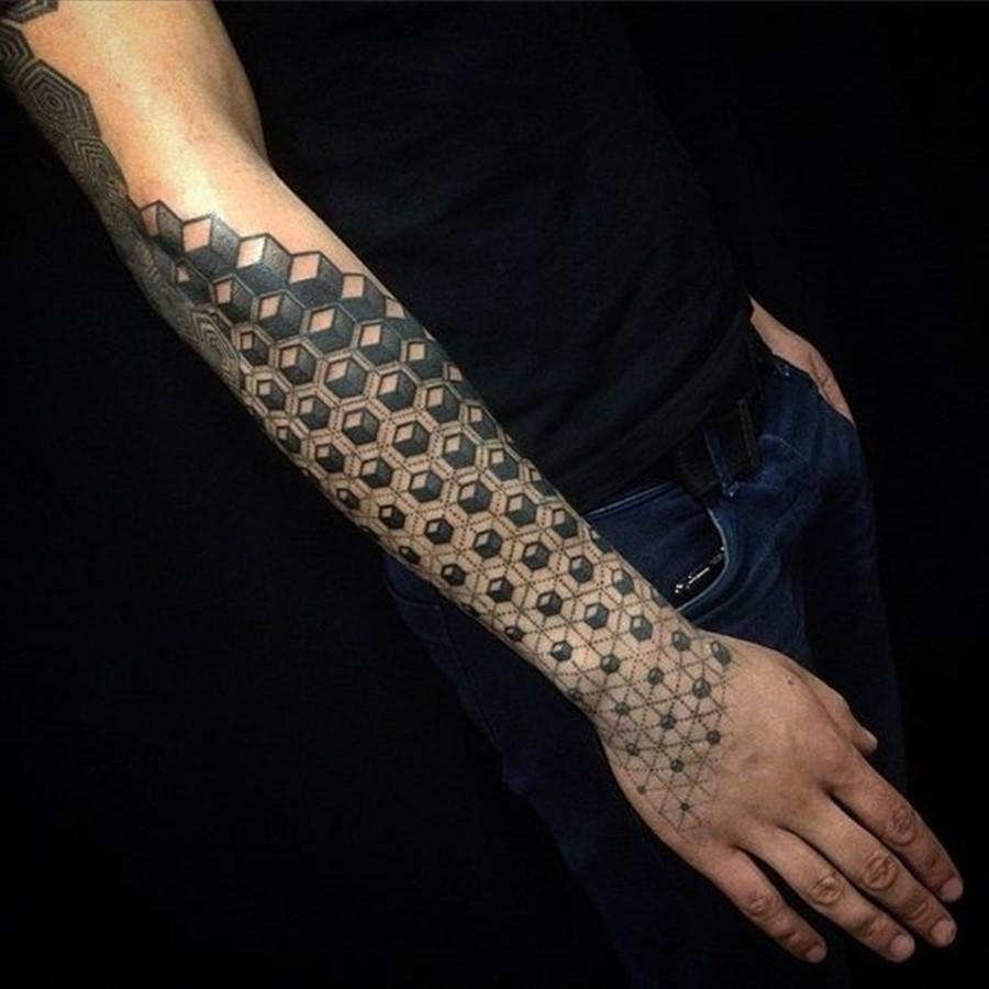 Tatuagens com desenhos cúbicos