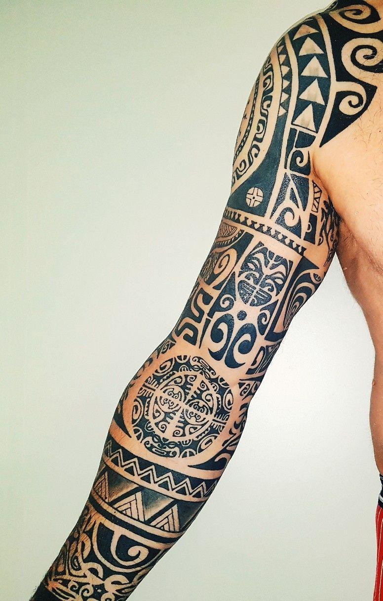 Tatoo feita no braço para quem gosta da cultura Maori