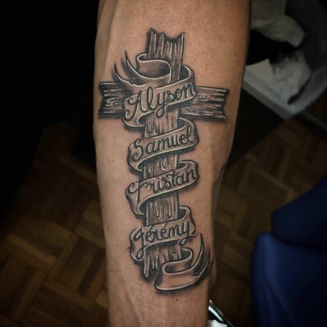Nomes dos filhos tatuados no braço