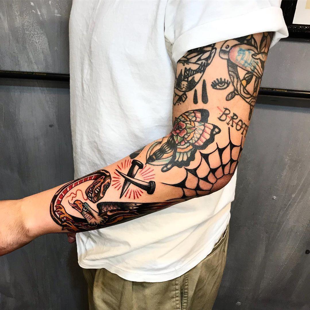 Tattoo old school cheia de cores