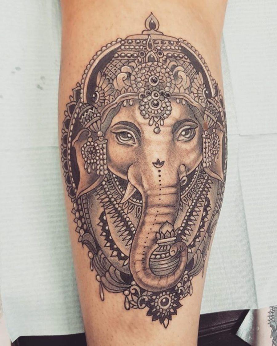 Uma deusa indiana tatuada no braço