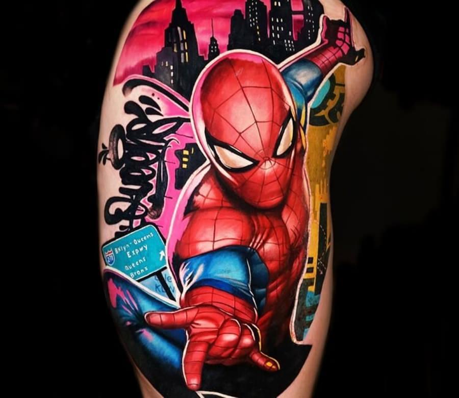 Tatuagem do Homem Aranha usando muitas cores