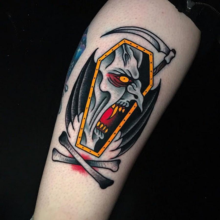 Vampiro estilo cartoon tatuado no braço